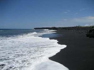 black-sand-beach-kalapaha2